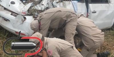 Idosa morre em trágico capotamento na BR-364; motorista ficou em estado grave