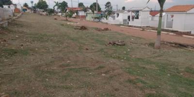 Rolim de Moura: Secretaria de obras realiza limpeza do cemitério para dia de finados