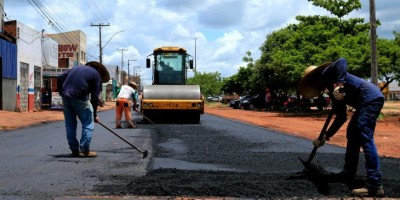 Governo de RO inicia pavimentação asfáltica de trechos da Avenida 25 de Agosto, em...