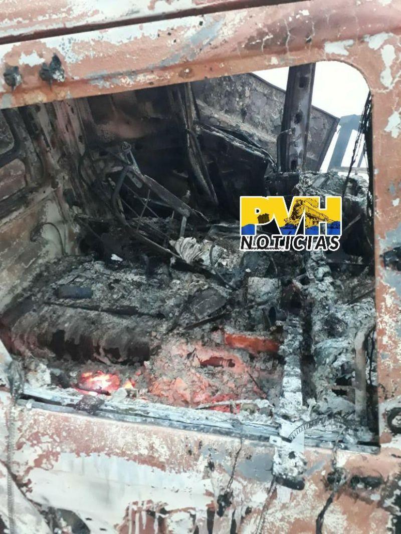 Motorista morre carbonizado após explosões de carretas em grave acidente na BR-364; Moradores saquearam alimentos das carretas