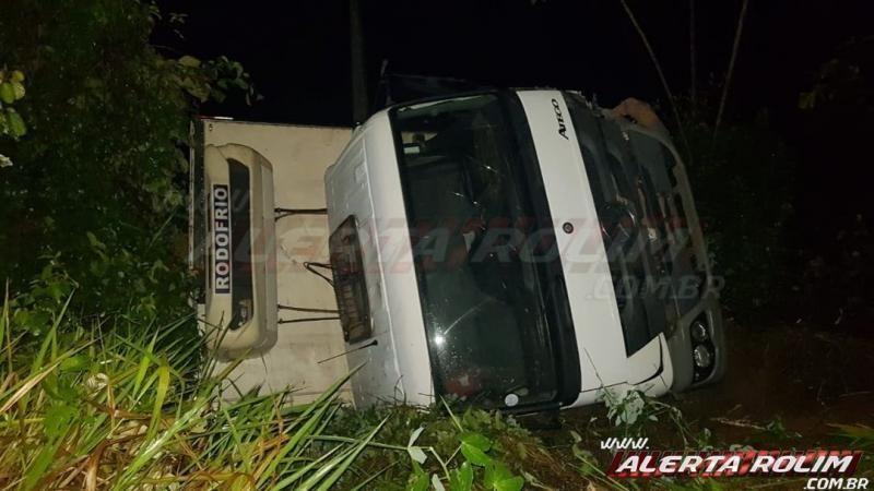 Homem fica preso nas ferragens de carro após grave acidente na RO-010 em Rolim de Moura