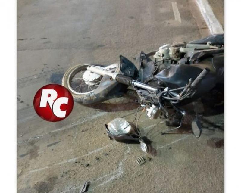 Carro atropela motociclista e arrasta moto por mais de quatro quadras após furar semáforo em São Francisco