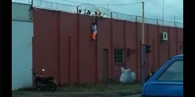 Veja o vídeo: Adolescentes são flagrados fugindo de casa de detenção em Porto Velho
