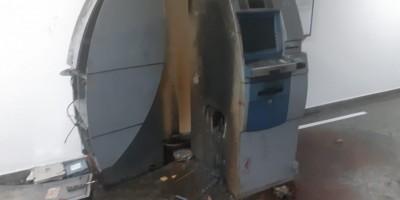 Bandidos rendem vigias e explodem caixas eletrônicos na Assembleia Legislativa de RO