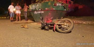 Motociclista morre ao colidir com caçamba de entulho em Jaru