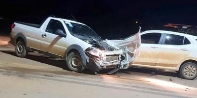 Três veículos se envolvem em acidente na BR-364 em Jaru