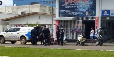 Pai e filha venezuelanos são agredidos e donos de loja acabam presos após pancadaria em...
