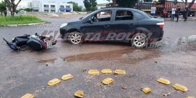 Motociclista fica ferida em acidente no centro de Rolim de Moura