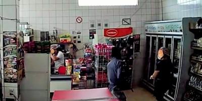 Ladrão assalta panificadora no bairro Industrial em Rolim de Moura; veja o vídeo