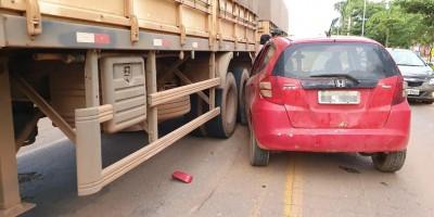 Jaru: Motorista colide contra carreta, joga cervejas fora e foge antes da chegada da...