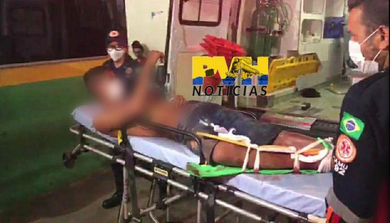 Homem reage a assalto e deixa três suspeitos de 16, 17 e 18 anos baleados
