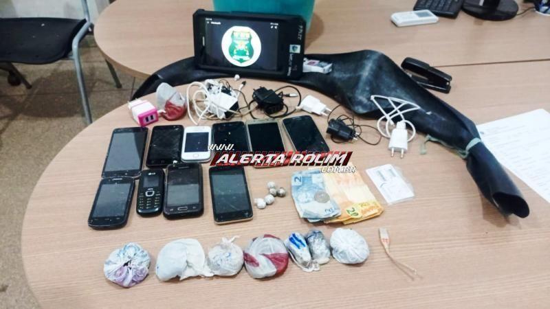 Suspeito é preso pela PM tentando jogar drogas e aparelhos celulares dentro de unidade prisional em Rolim de Moura