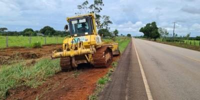 DER realiza limpeza na margem da RO-479 para iniciar construção da ciclovia em Rolim de...