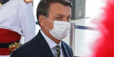Temendo CPI, Bolsonaro pressiona senador, por telefone, a pedir abertura de impeachment...