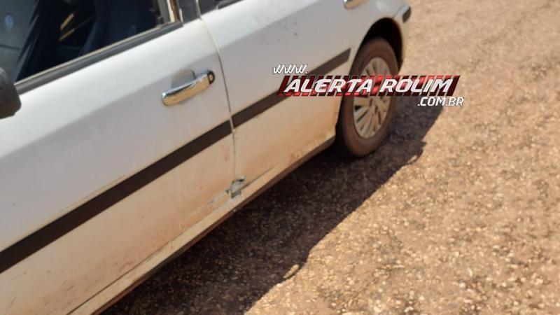Mulher fica ferida após acidente entre moto e carro no centro de Rolim de Moura