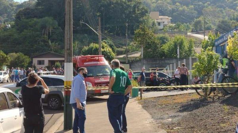 Três crianças de 1 ano e duas funcionárias de uma escola em Santa Catarina são mortos com facão por jovem de 18 anos