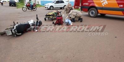 Motociclista fratura o pé após ser atingido por caminhonete na esquina da UPA em Rolim...