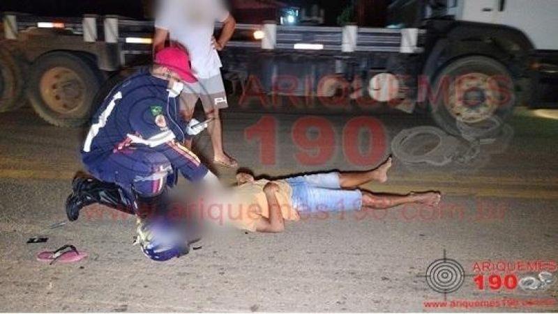 Motociclista e passageiro são atropelados por caminhonete na BR-421 em Ariquemes