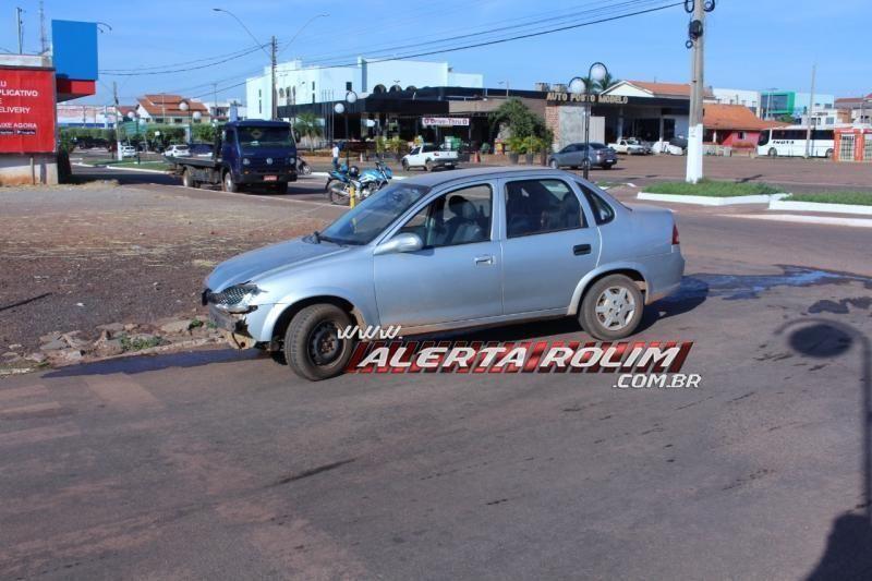 Mototaxista é socorrido à UPA após ser atingida por carro no Centro de Rolim de Moura