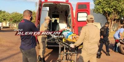 Mulher fica feria após acidente entre moto e caminhonete em Rolim de Moura