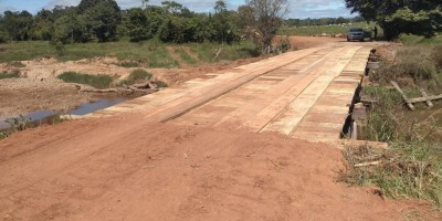 Prefeitura de Rolim de Moura recupera ponte da linha 176 lado norte
