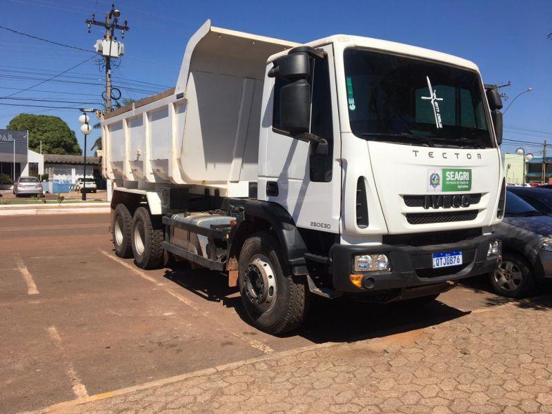 Rolim de Moura recebe caminhão caçamba para agricultura