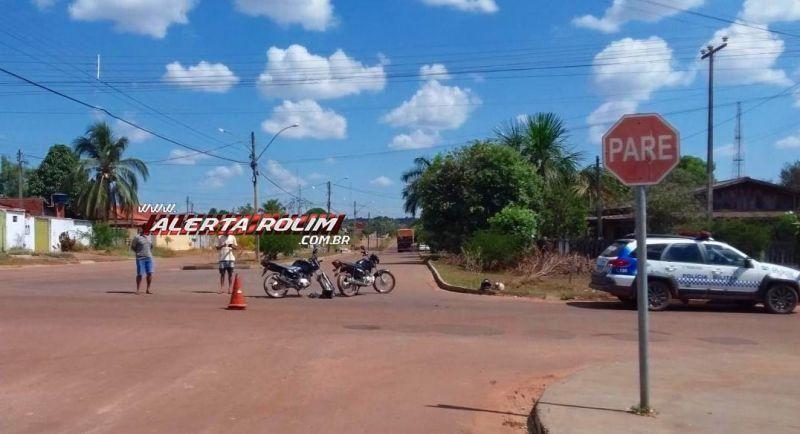 Mulher fica ferida após colisão entre duas motos em Rolim de Moura