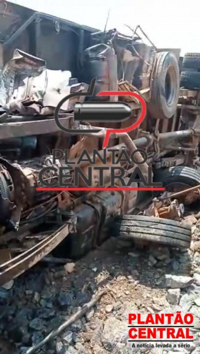 Grave acidente na BR-364, entre Ji-Paraná e Ouro Preto, deixa um morto e outra gravemente ferida; veja os vídeos (imagens fortes)