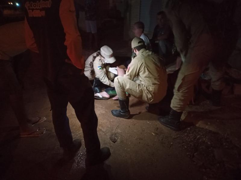 Motorista atropela homem e foge sem prestar socorro em Rolim de Moura; Vítima teve fratura na perna