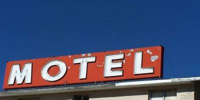 Cliente é preso em motel ao recusar pagar conta e ameaçar matar recepcionista