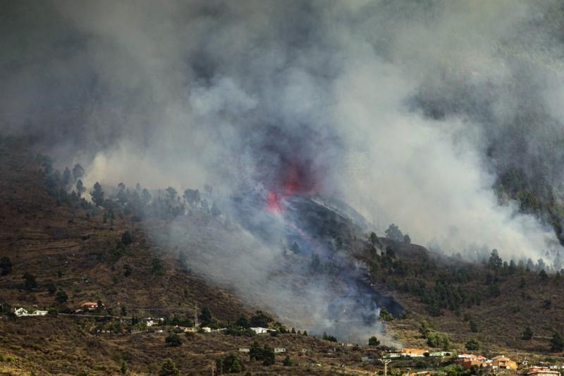 Vulcão entra em erupção nas Ilhas Canárias; veja fotos e vídeos