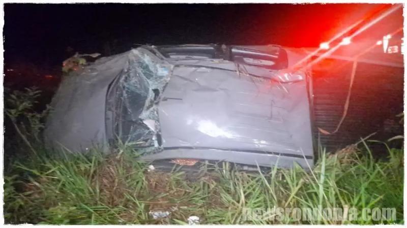 Quatro pessoas ficam feridas após capotamento na BR-364 em Porto Velho