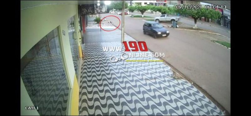 Motorista atropela mulher e foge sem prestar socorro em Alta Floresta; veja o vídeo