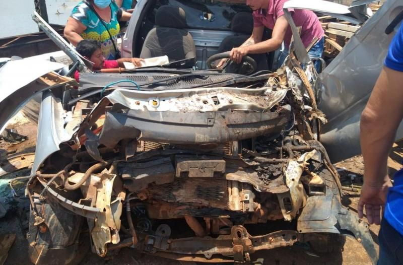 Colisão envolvendo três veículos deixa motorista preso às ferragens na BR-364