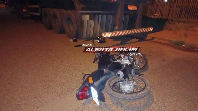 Motociclista colide na traseira de caminhão estacionado, em Rolim de Moura