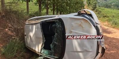Carro capota na área rural de Santa Luzia e condutora sai ilesa do acidente