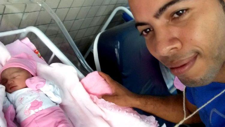 Criança nasce dentro de carro após o pai realizar o parto em Porto Velho