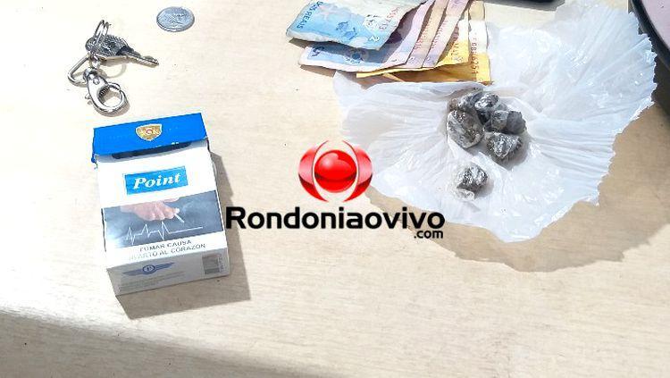 NA HORA: Polícia flagra suspeito vendendo droga para adolescentes