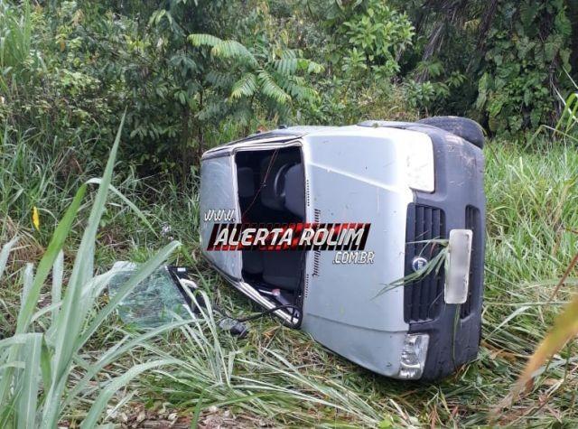 Rolim de Moura – Condutor de automóvel perde o controle de veículo e capota na RO-010
