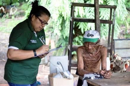 ABANDONADOS: Irmãos de 84 e 86 anos foram resgatados famintos e dormindo em colchão com vermes em MT
