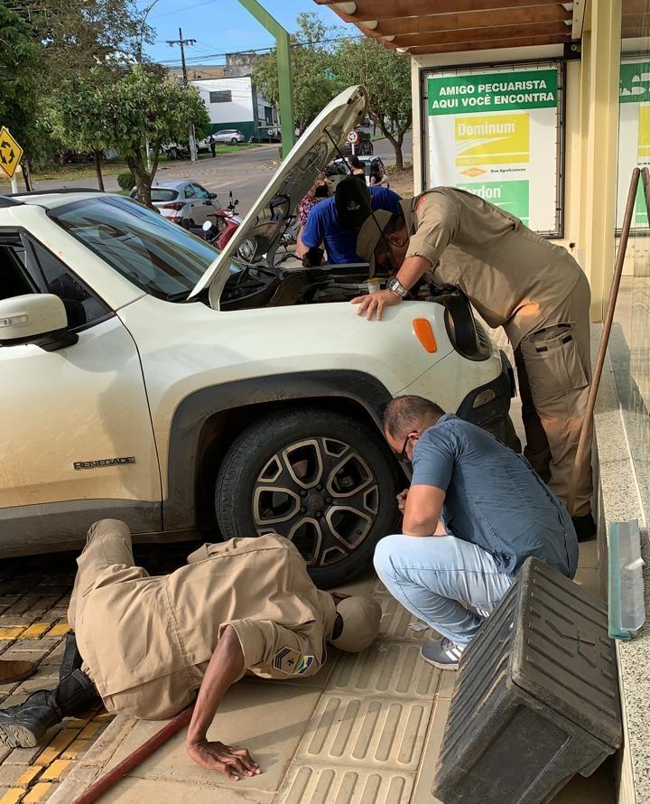 JI-PARANÁ: Jiboia entra em motor de Jeep Renegade no centro