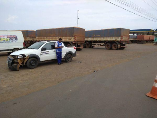 Colisão entre picape e caminhão resulta em danos materiais na saída para Cuiabá, em Vilhena