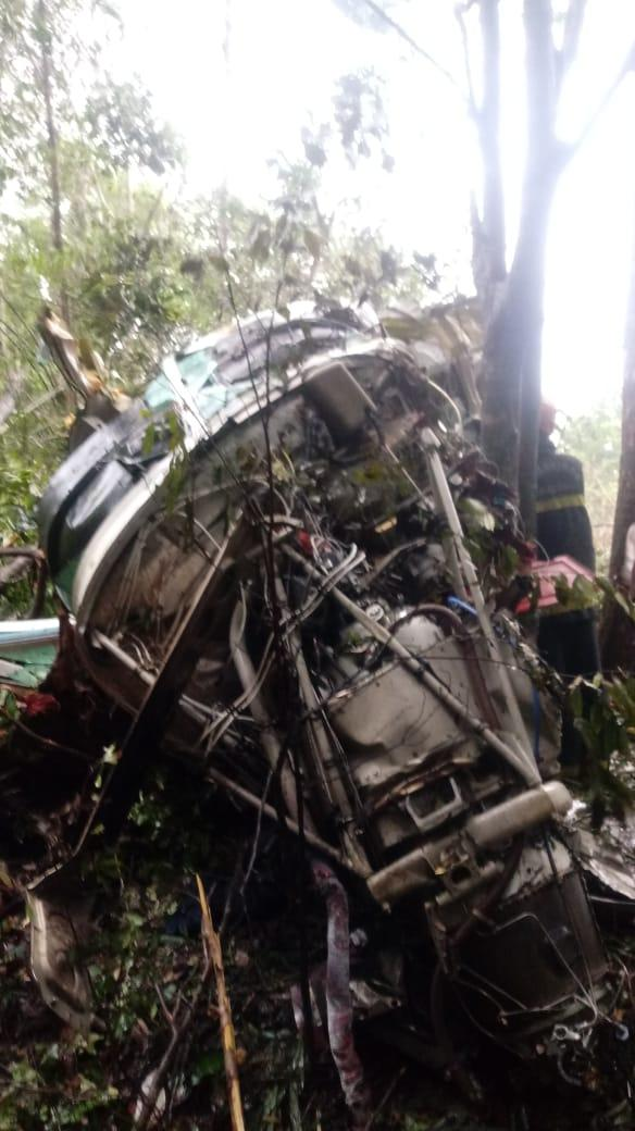 ATUALIZADA - Avião com 10 pessoas cai próximo a aeroporto em Manaus