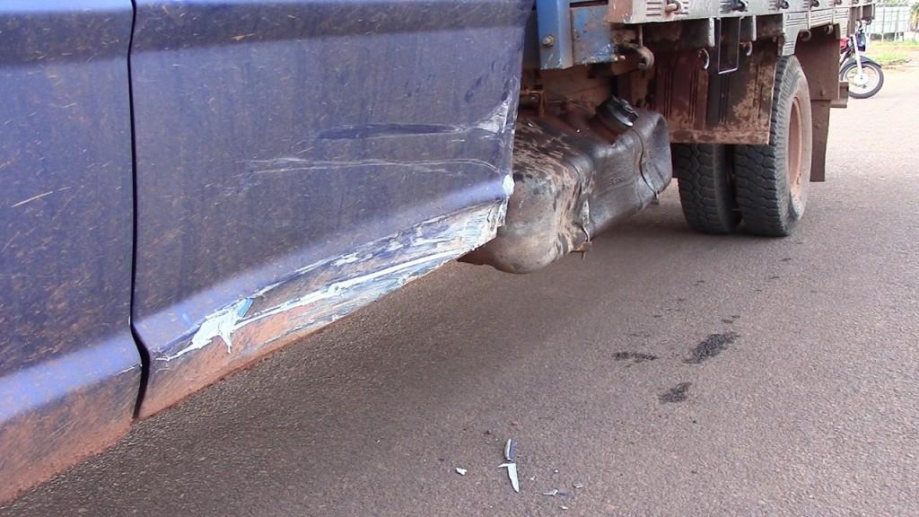 ROLIM DE MOURA: Acidente na Rua Afonso Pena deixa veículo parcialmente destruído