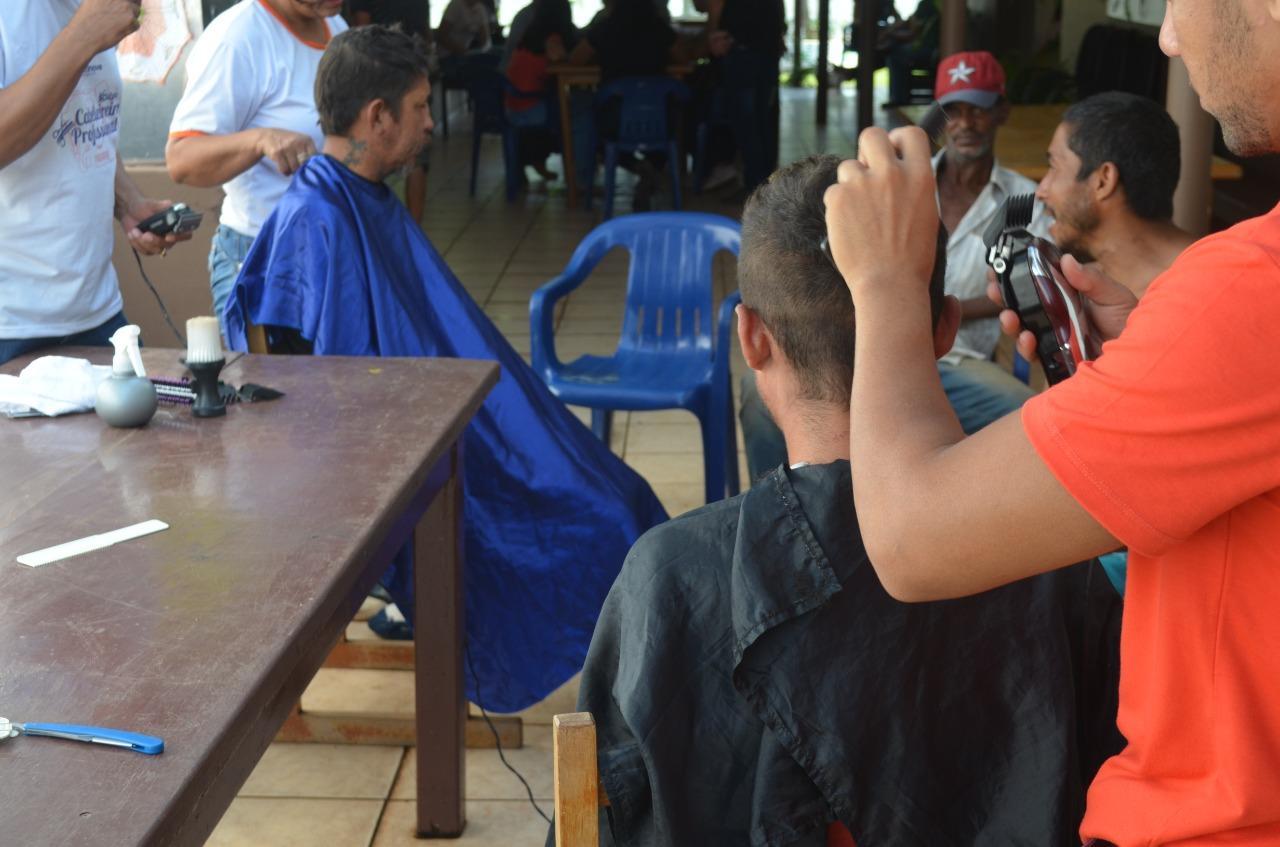 ROLIM DE MOURA: Projeto Amor e Resgate  devolve para casa  mais 03 pessoas em situação de rua