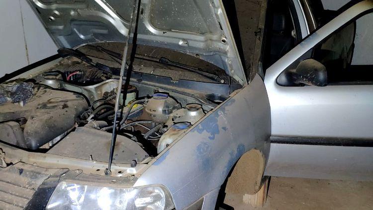 Após roubo de Hilux, PM descobre esconderijo de vários veículos