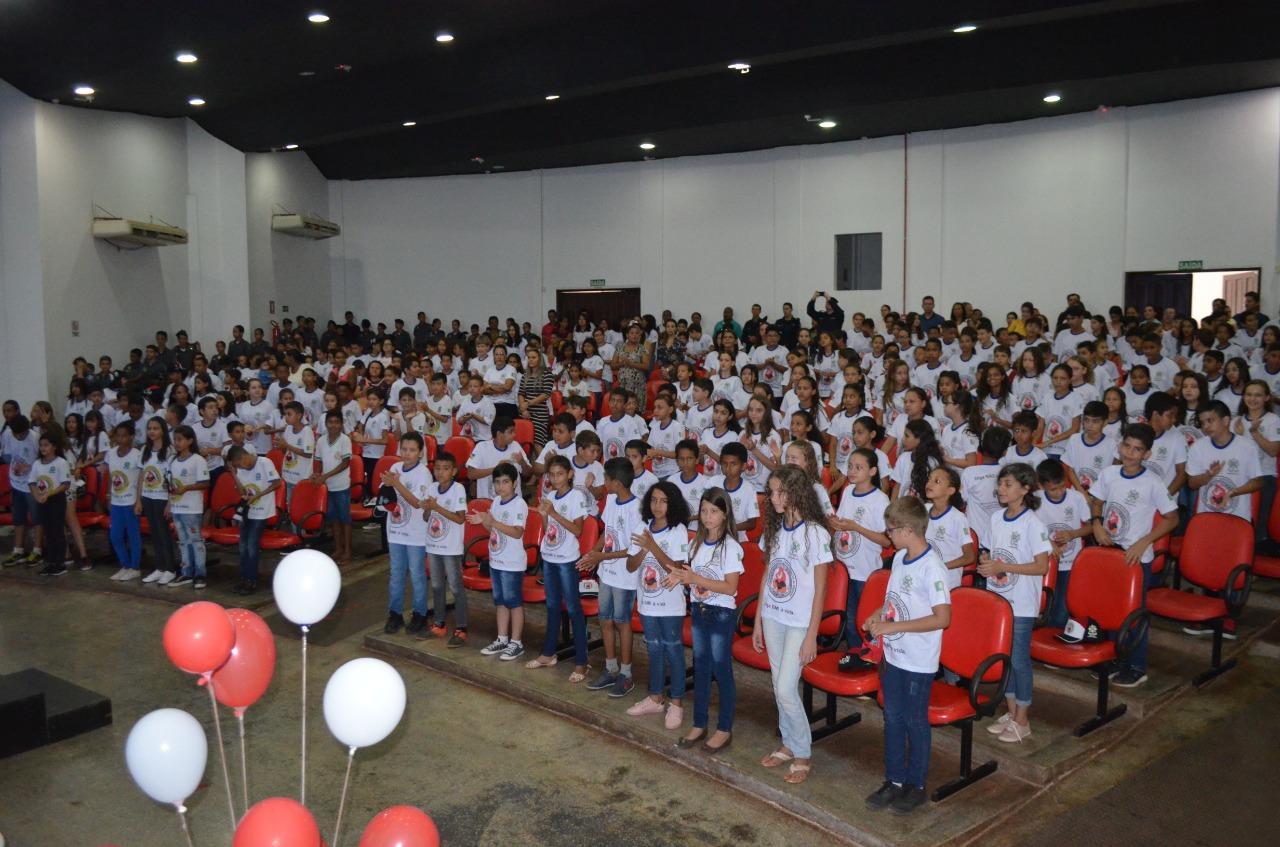 ROLIM DE MOURA: Vice-prefeito participa da Formatura do Proerd com alunos de três escolas municipais