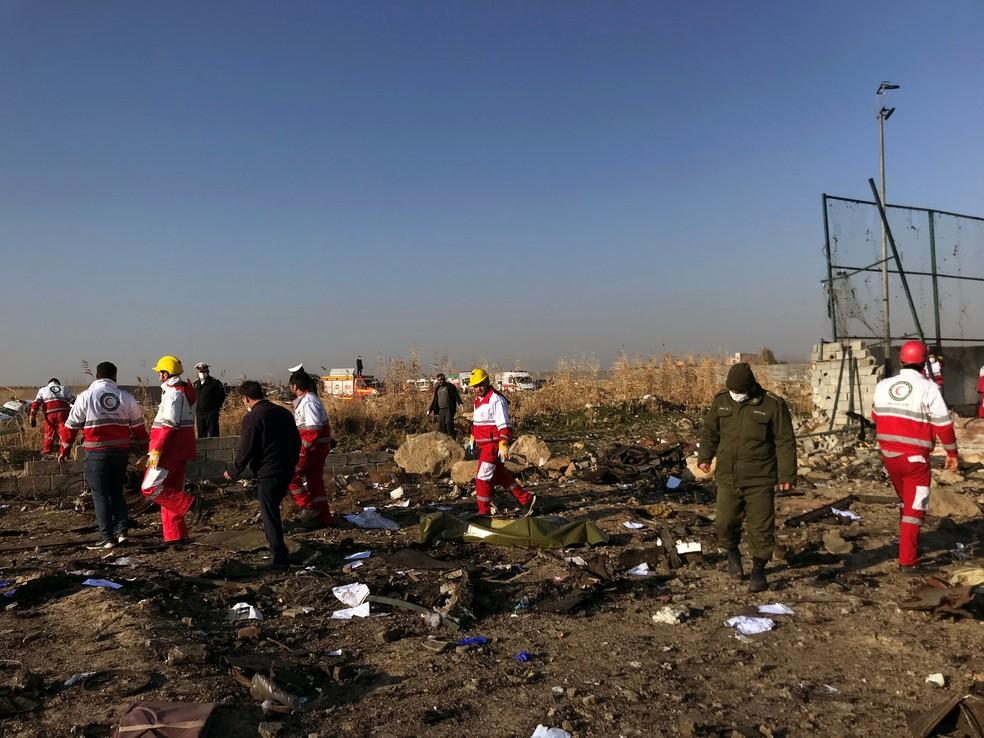 Acidente ou ataque? Avião ucraniano com 176 a bordo cai no Irã após decolar; veja o vídeo