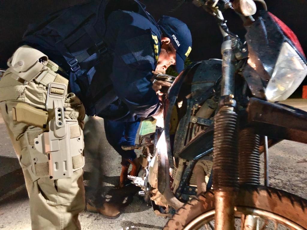 PRF realiza prisão de 8 pessoas em Rondônia