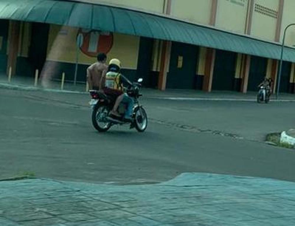 Internado com Covid-19, morador de rua foge de hospital e pega mototáxi no interior do Amazonas